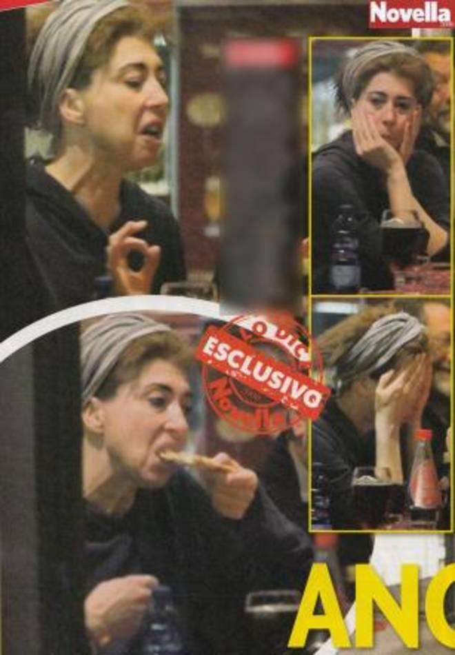 Veronica Pivetti, zero trucco e tanta fame: il look trasandato al ristorante