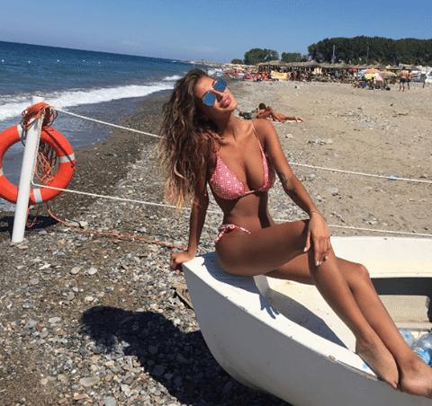 Cristina Buccino sirenetta al mare: bikini hot per i fan sui social