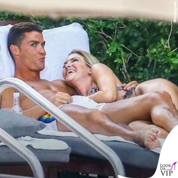 Cristiano-Ronaldo-smalto-unghie-nere-costume-Dsquared2