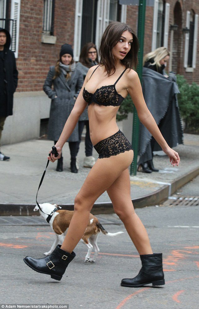 3C55402400000578-4141458-Down_boy_Emily_Ratajkowski_sizzles_in_nothing_but_skimpy_lace_li-m-11_1484947526178
