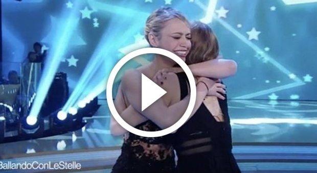 Martina Stella, fuori di seno a Ballando con le Stelle